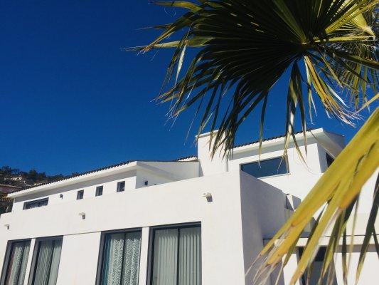 Hedendaags huis met zeezicht te huur in Mandelieu-La Napoule, Frankrijk