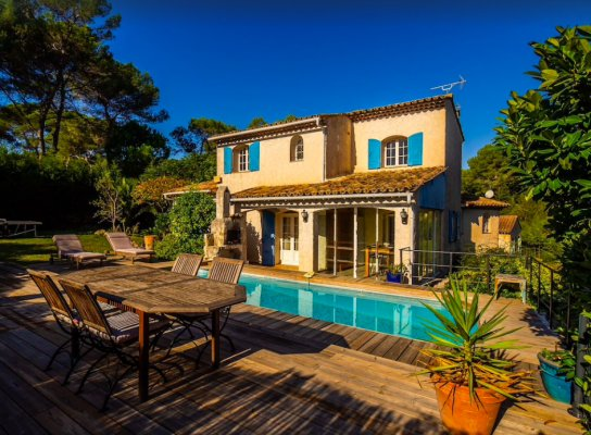 Superb villa with swimming pool for long term rent in Mougins