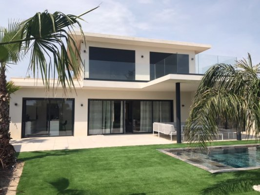 Contemporary house in Mougins for long term rent