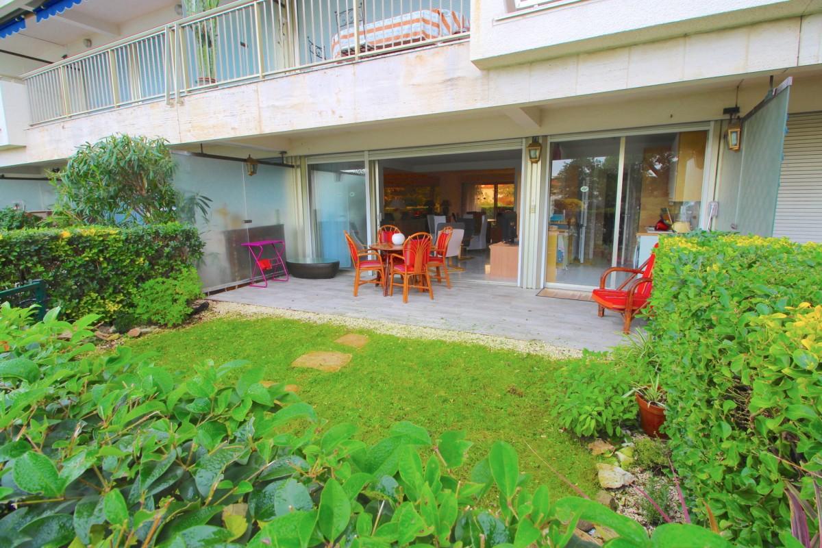 Apartamento T 2 para venda em Antibes, França Alpes Marítimos à venda. À venda apartamento 86m² - T 2 piscina, terraço, vista para o mar, vista para o jardim, 675000 EUR 28.1.2020 1703330.