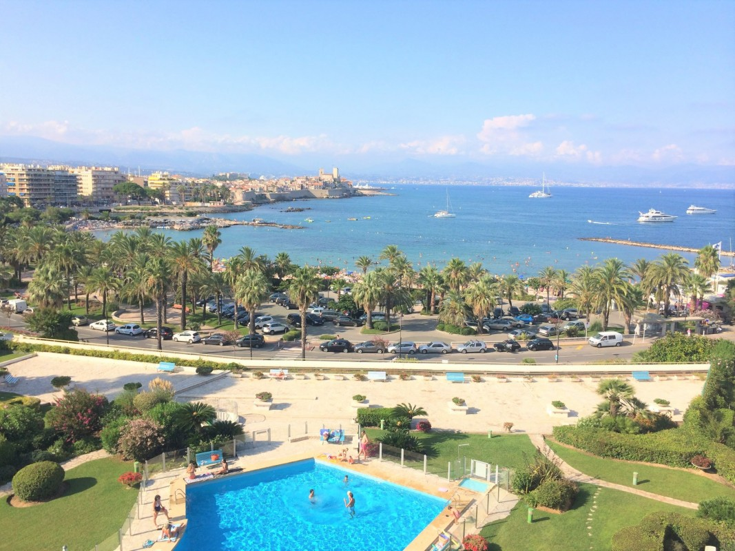 For sale Apartment 86m² in Antibes Alpes Maritimes. Apartment, 2 bedrooms, swimming pool, terrace, sea views, garden view. Price to Buy a Apartment is 675000 EUR. In Antibes for sale Apartment. Apartment was published on sales list 28.1.2020 1703330. Selling Apartment in Antibes Alpes Maritimes, France.