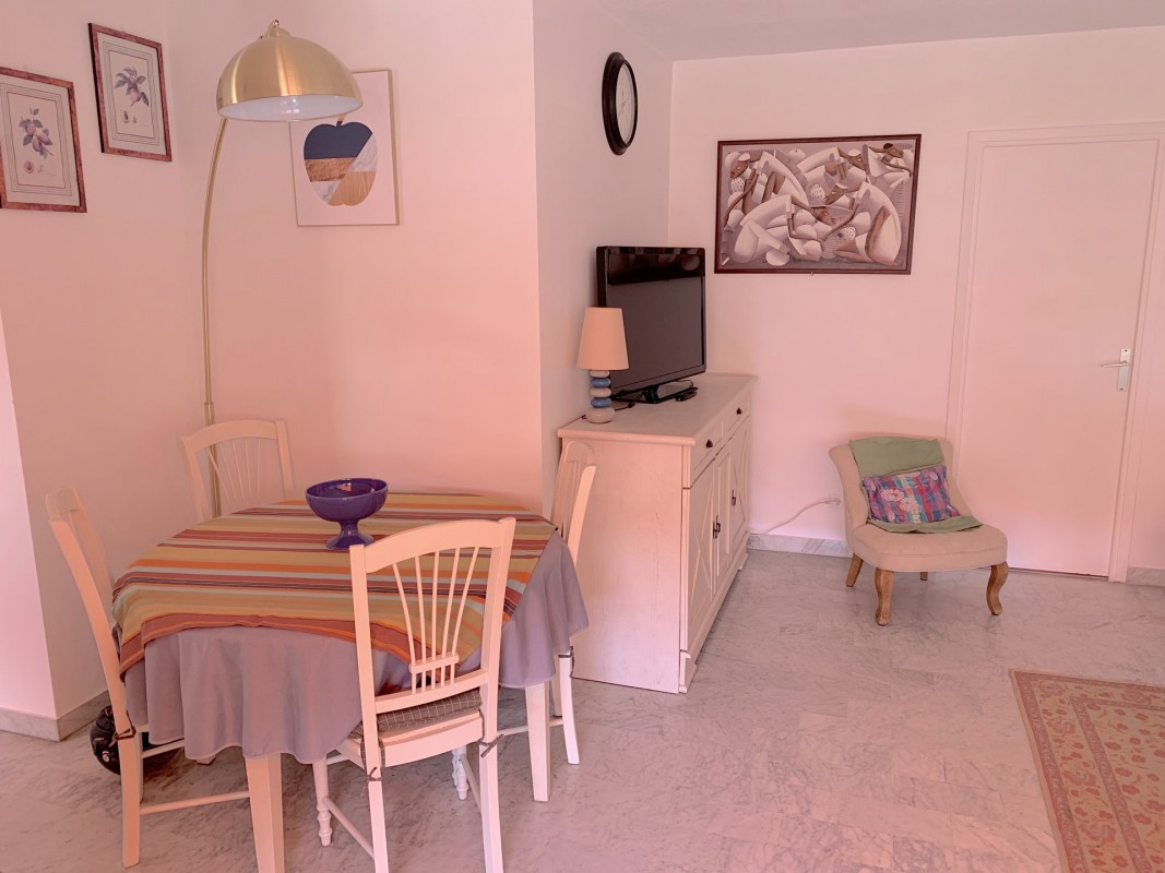 Rent weekly furnished Holiday apartment in Antibes. Short-term rentals Antibes, France, Alpes Maritimes. Holiday rentals 2 bedrooms apartment in Antibes. Find cheap or luxury Vacation rental apartment in Antibes. Accommodation in Antibes. Holiday apartment for rent in the Antibes area.