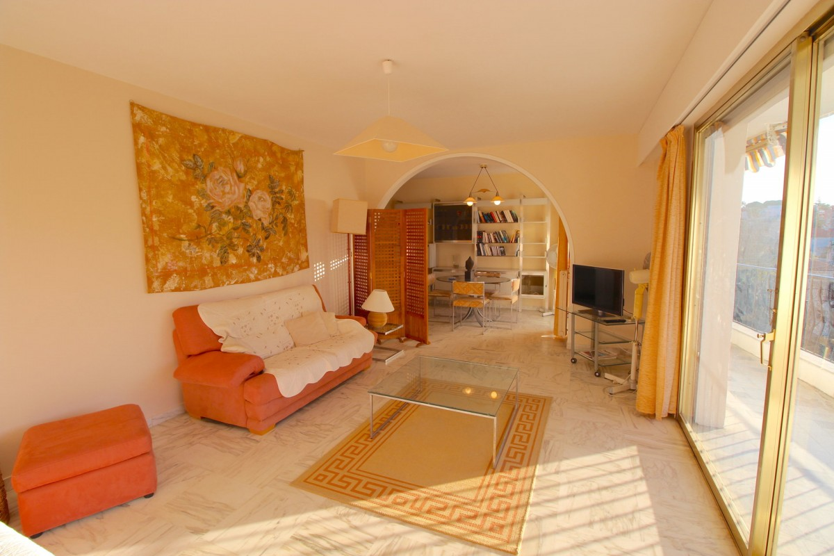 For sale Apartment 93m² in Antibes Alpes Maritimes. Apartment 1 bathroom, 2 bedrooms, terrace, east oriented, south oriented, west orientation, sea views. Price to Buy a Apartment is 760000 EUR. In Antibes for sale Apartment. Apartment was published on sales list 28.1.2020 1703333. Selling Apartment in Antibes Alpes Maritimes, France.