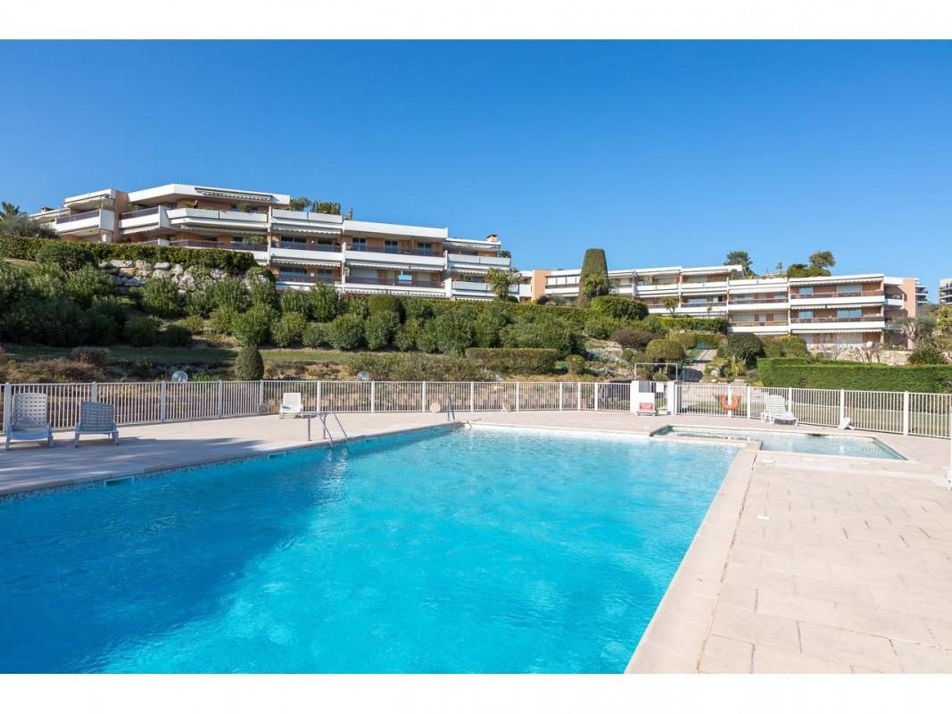 Appartement 27m² te koop in Antibes, Cote d'Azur - Zuid Frankrijk. Koop appartement 27m² - 1 istabu in Antibes, Cote d'Azur - Zuid Frankrijk, dubbele beglazing, zwembad, terras, oostelijk georiënteerd, westelijk georiënteerd,, 185000 EUR 28.1.2020 1703601. Appartement te koop in Antibes, Frankrijk.