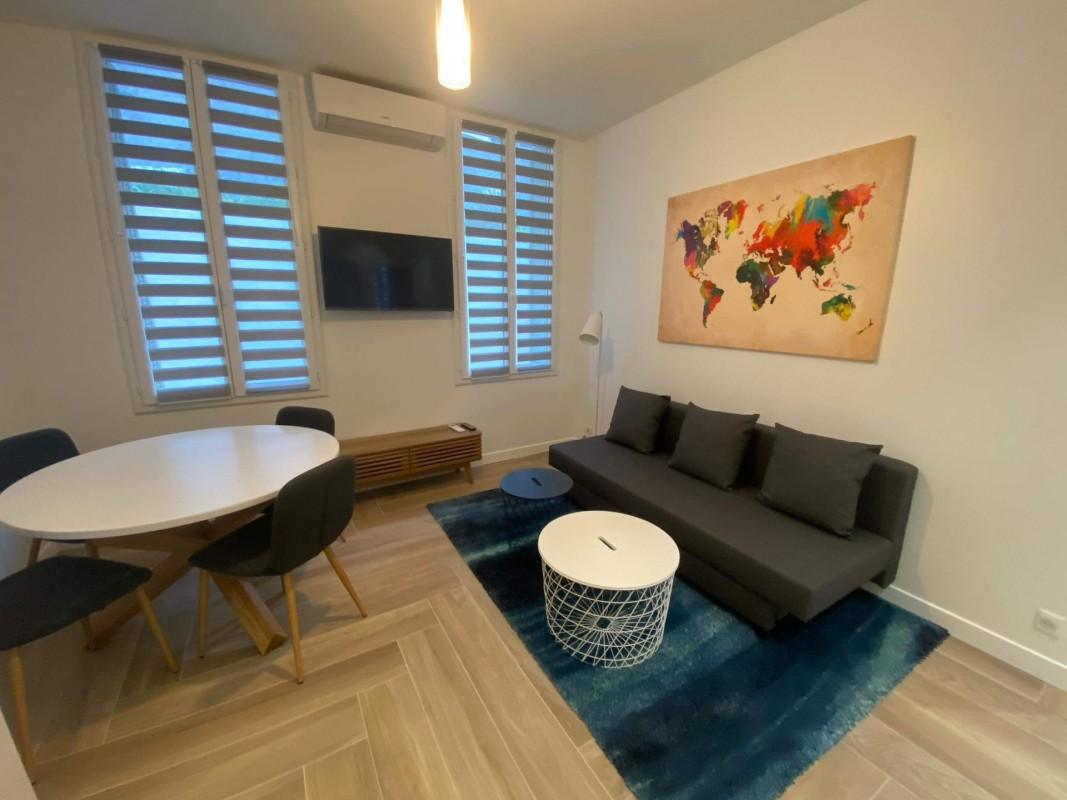 Nice'de 45m² kiralık 2+1 çift camlı pencere, klima, eşyalı, doğu yönünde daire - Yurt dışında yaşama planlarınızı hayata geçirin. Nice'de - Fransa'da'da sizin için en uygun emlak ilanlarını buradan bulabilirsiniz. 1050 EUR 28.1.2020, 1703845
