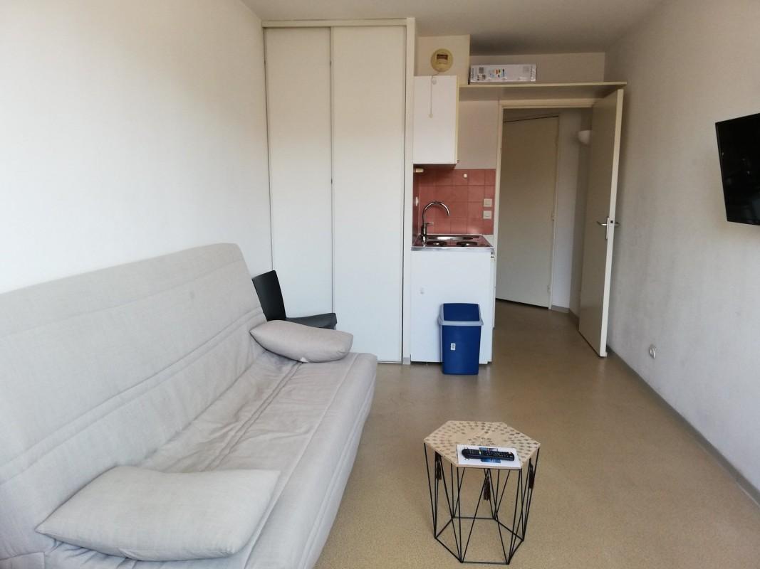 Nica: Stan za najam. stan jedna soba prozori sa dvostrukim oknima, namješteno, južna orijentacija.. Iznajmljuje se u grade Nica, Francuska, Alpes Maritimes 29.1.2020 Cijena nekretnine: 510 EUR 1704170. Stan u najam.