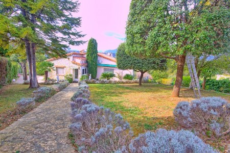 House for Sale in Biot 1704315