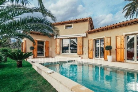 Villa for Sale in Le Cannet 1704320