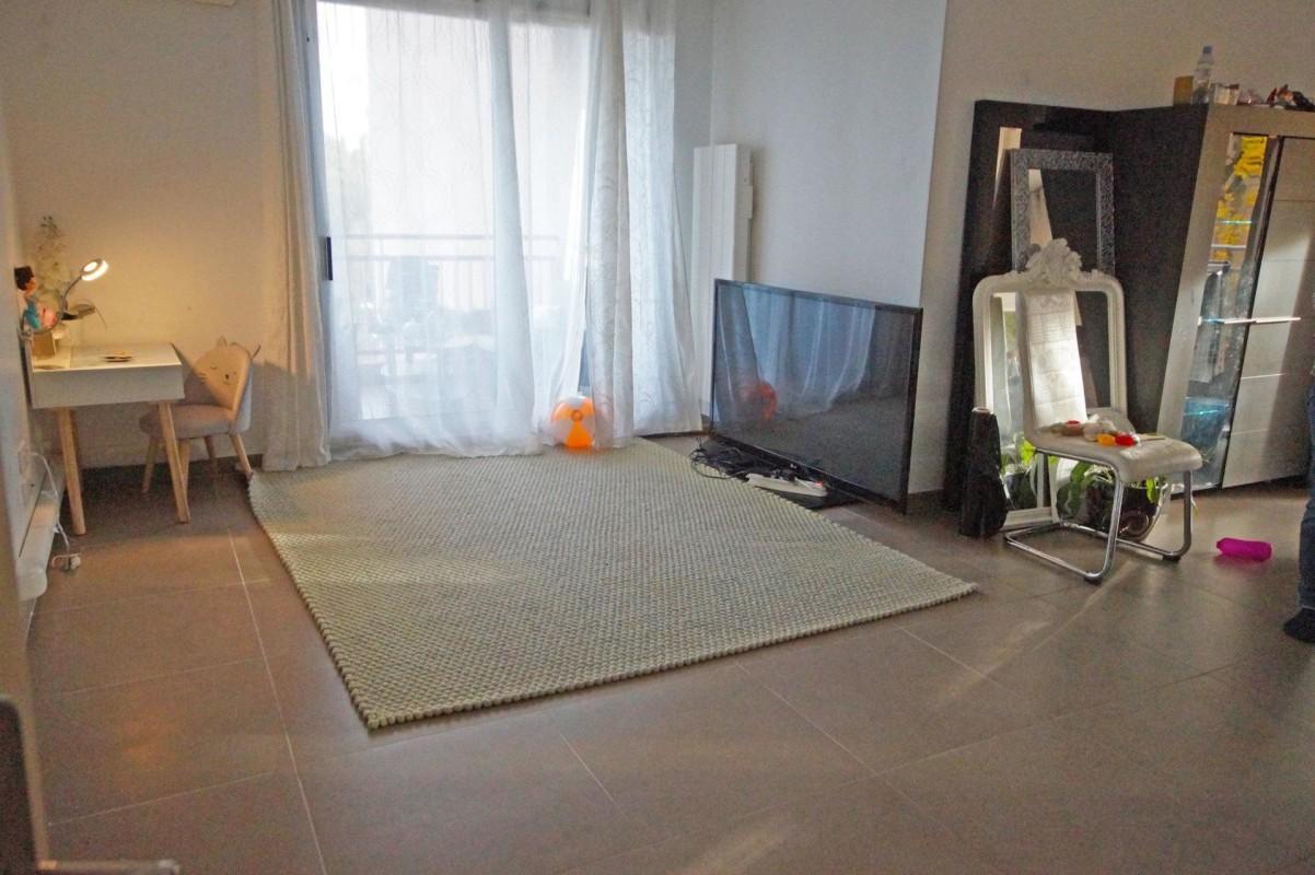 Apartamento T 3 para arrendar em Nice. Apartamento T 3 98m² aluguel a longo prazo em Nice. Aluguel apartamento a longo prazo T 3 janela de duas folhas, piscina, orientado ao leste, orientação oeste, vista para o mar, França Alpes Marítimos 29.1.2020 1400 EUR. Ache aluguel mensal apartamento em Nice 1704511.