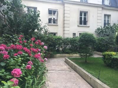 Appartement 74m² à louer à Paris 1705337