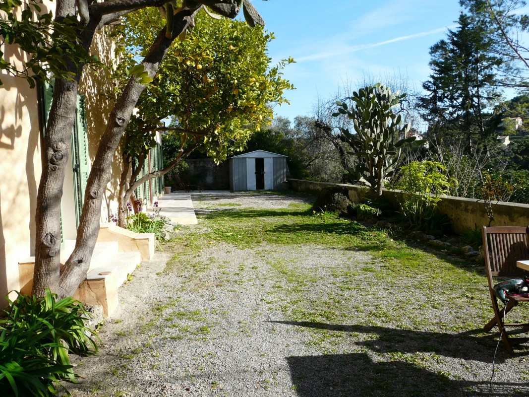 Mid to Long-Term rent apartment in Vallauris 2500 EUR. Search landlords, facilitates for long-term home rental from agents in Vallauris Alpes Maritimes. Apartment 3 bedrooms 125m² fireplace, air conditioning, dishwasher, furnished, garden, west orientation. Liveonriviera.com one of leading accommodation marketplaces for unfurnished and furnished long term rentals. This apartment in Vallauris is 31.1.2020, 1705904.