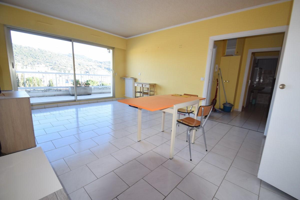 Nica: Stan za najam. stan jedna soba 1 kupaonica klimatizacija, istočna orijentacija.. Iznajmljuje se u grade Nica, Francuska, Alpes Maritimes 1.2.2020 Cijena nekretnine: 1000 EUR 1706006. Stan u najam.