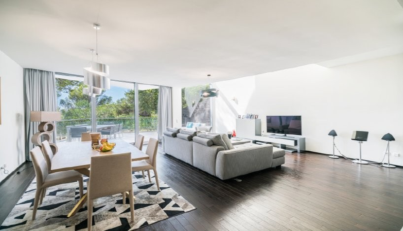 For sale House 355m² in Marbella Costa del Sol ?. House,, double pane windows, air conditioning. Price to Buy a House is 990000 EUR. In Marbella for sale House. House was published on sales list 3.2.2020 1706096. Selling House in Marbella Costa del Sol ?, Spain.
