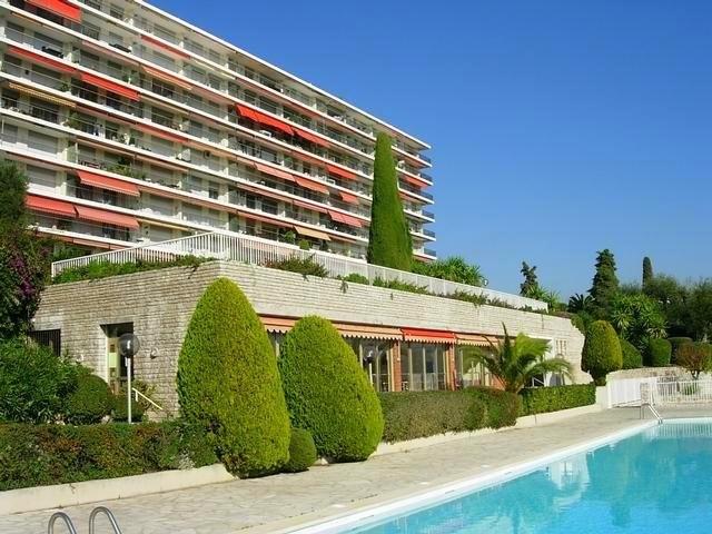 Alquiler a largo plazo piso in Niza 1300 EUR. Alquiler a largo plazo piso, 1 habitación,, piscina, terraza, orientado hacia el norte, orientado hacia el oeste, vistas al mar, vistas hacia la ciudad. Alquileres en Francia, Niza