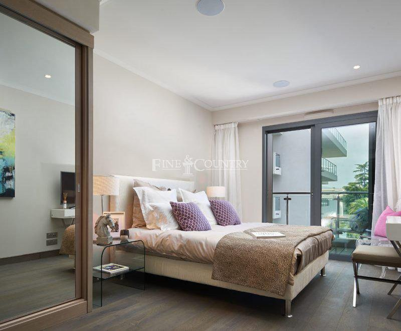 For sale Apartment 89m² in Cap d'Antibes Alpes Maritimes. Apartment 2 bathrooms, 2 bedrooms, double pane windows, air conditioning, swimming pool, terrace, garden view. Price to Buy a Apartment is 850000 EUR. In Cap d'Antibes for sale Apartment. Apartment was published on sales list 6.2.2020 1706396. Selling Apartment in Cap d'Antibes Alpes Maritimes, France.