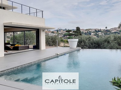 Villa for Sale in Antibes 1706443