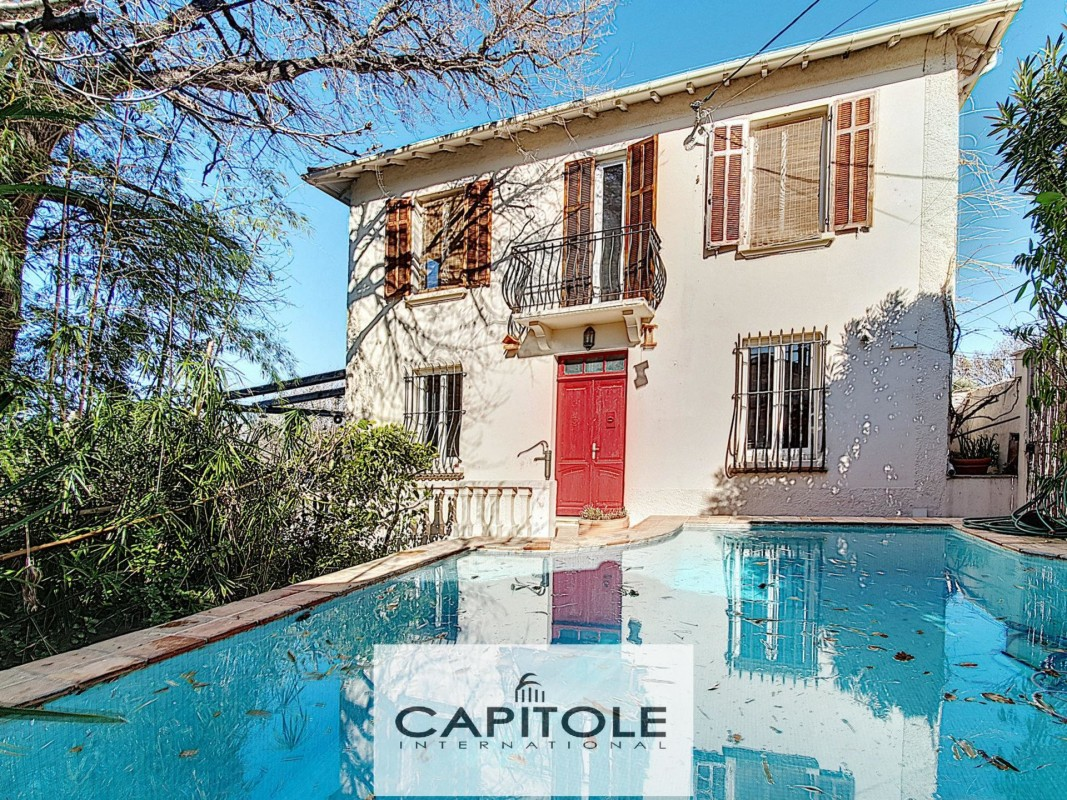 For sale Villa 124m² in Antibes Alpes Maritimes. Villa,, double pane windows, air conditioning, swimming pool, terrace, garden, east oriented, south oriented, west orientation, garden view. Price to Buy a Villa is 590000 EUR. In Antibes for sale Villa. Villa was published on sales list 8.2.2020 1706503. Selling Villa in Antibes Alpes Maritimes, France.