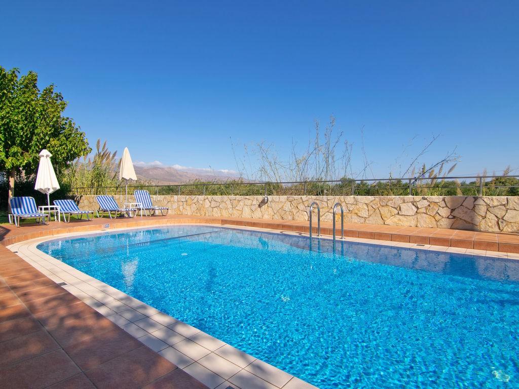 Vakantiewoning huren in Kolymvari,Kreta. Villa onder de zon. Vind de perfecte locatie voor uw vakantie in Kolymvari Kreta - gemeubileerd 100m² zwembad, vaatwasser, parking, terras, tuin, zeezicht