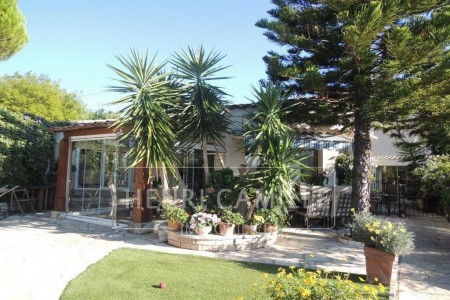 Villa for Sale in Le Cannet 1706777