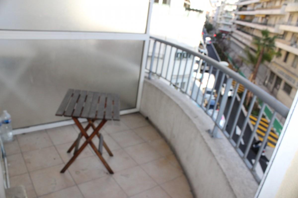 Nica: Stan za najam. stan jedna soba prozori sa dvostrukim oknima, namješteno, istočna orijentacija, zapadna orijentacija.. Iznajmljuje se u grade Nica, Francuska, Alpes Maritimes 4.3.2020 Cijena nekretnine: 560 EUR 1706919. Stan u najam.