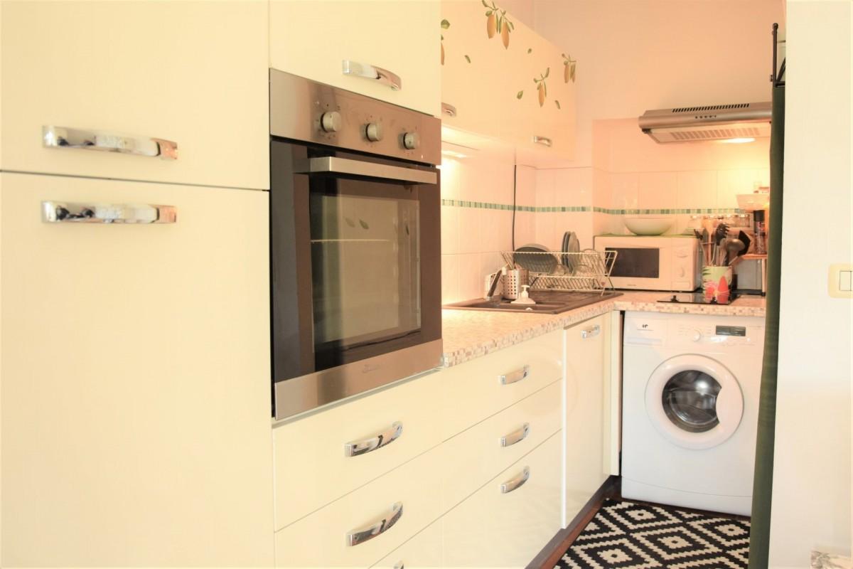 Nica: Stan za najam. stan jedna soba namješteno, zapadna orijentacija.. Iznajmljuje se u grade Nica, Francuska, Alpes Maritimes 4.3.2020 Cijena nekretnine: 645 EUR 1706946. Stan u najam.