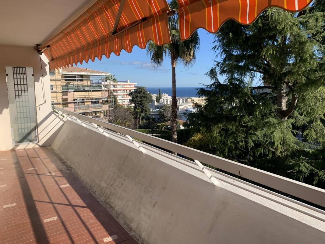 Nica: Stan za najam. stan 1 spavaća soba prozori sa dvostrukim oknima, terasa, zapadna orijentacija, pogled na more.. Iznajmljuje se u grade Nica, Francuska, Alpes Maritimes 4.3.2020 Cijena nekretnine: 730 EUR 1707012. Stan u najam.