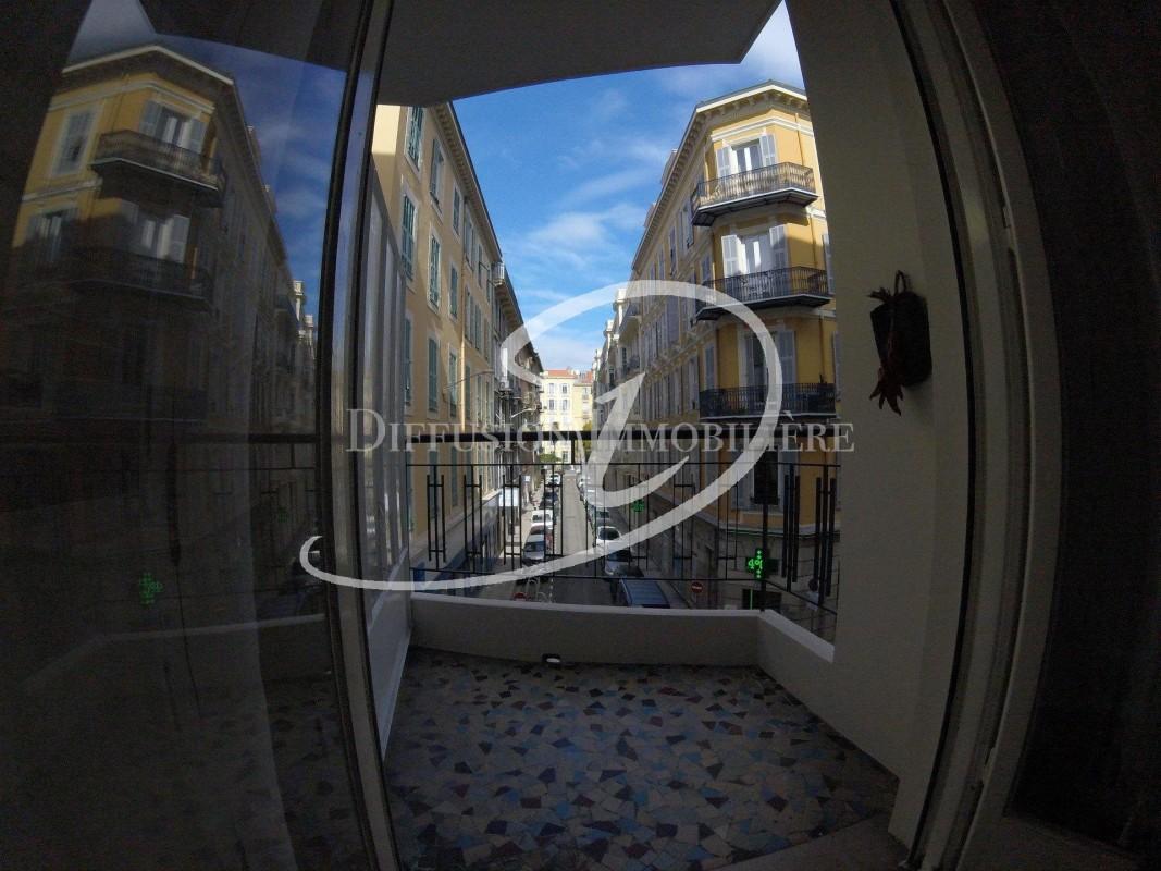 Nica: Stan za najam. stan jedna soba namješteno, sjeverna orijentacija.. Iznajmljuje se u grade Nica, Francuska, Alpes Maritimes 4.3.2020 Cijena nekretnine: 600 EUR 1707023. Stan u najam.