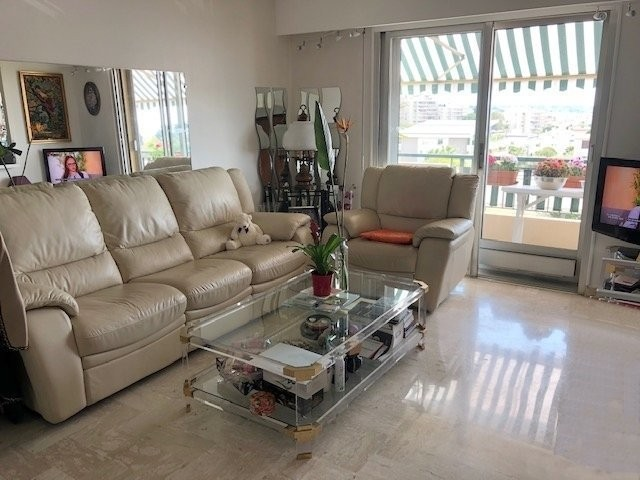 For sale Apartment 58m² in Antibes Alpes Maritimes. Apartment, 1 bedroom, double pane windows, south oriented, west orientation, sea views, views over the city. Price to Buy a Apartment is 275000 EUR. In Antibes for sale Apartment. Apartment was published on sales list 4.3.2020 1707166. Selling Apartment in Antibes Alpes Maritimes, France.