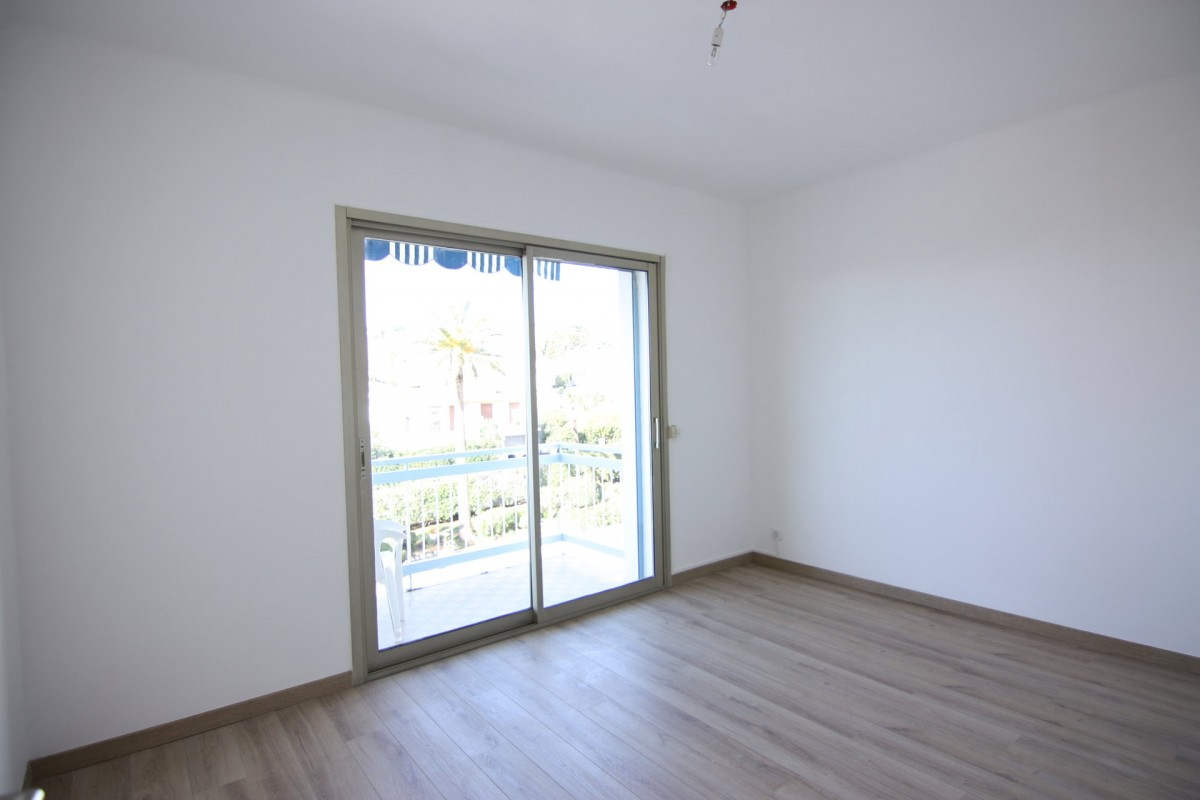 Mid to Long-Term rent apartment in Nice 750 EUR. Search landlords, facilitates for long-term home rental from agents in Nice Alpes Maritimes. Apartment 1 bedroom 51m² terrace, south oriented. Liveonriviera.com one of leading accommodation marketplaces for unfurnished and furnished long term rentals. This apartment in Nice is 5.3.2020, 1707462.