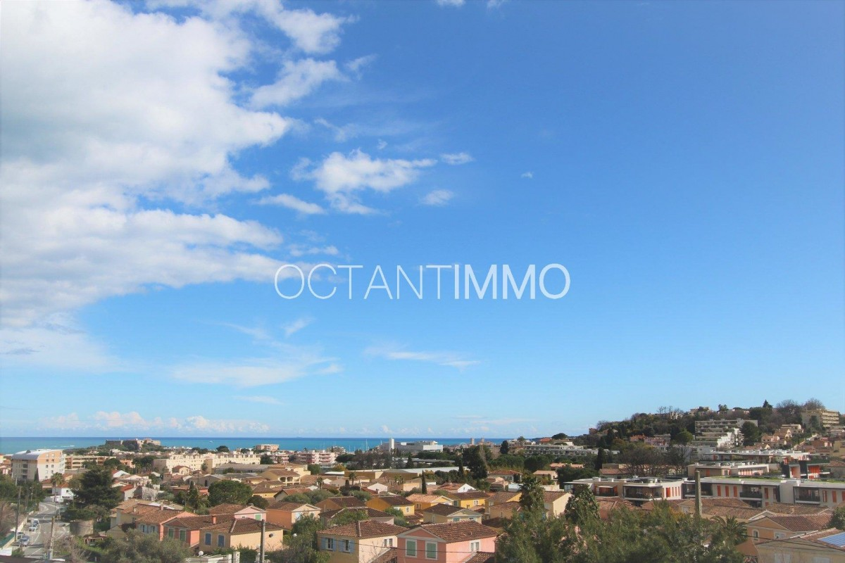 For sale Apartment 63m² in Antibes Alpes Maritimes. Apartment, 2 bedrooms, double pane windows, air conditioning, terrace, east oriented, sea views. Price to Buy a Apartment is 370000 EUR. In Antibes for sale Apartment. Apartment was published on sales list 5.3.2020 1707502. Selling Apartment in Antibes Alpes Maritimes, France.