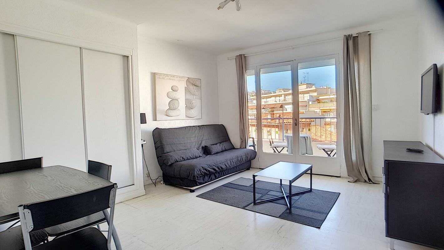 Appartamento in affitto per le vacanze a Juan-les-Pins in Francia Appartamento vacanze di 32m² in affitto con arredato, terrazza, orientamento sud e monolocale Affittasi per le vacanze Appartamento a Juan-les-Pins in Francia 5.3.2020, 1707648, 450 EUR