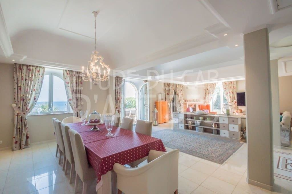 Casa in affitto per le vacanze a Cap d'Antibes in Francia Casa vacanze di 300m² in affitto con aria condizionata, piscina, terrazza, orientamento est, vista mare e Affittasi per le vacanze Casa a Cap d'Antibes in Francia 5.3.2020, 1707720, 2250 EUR