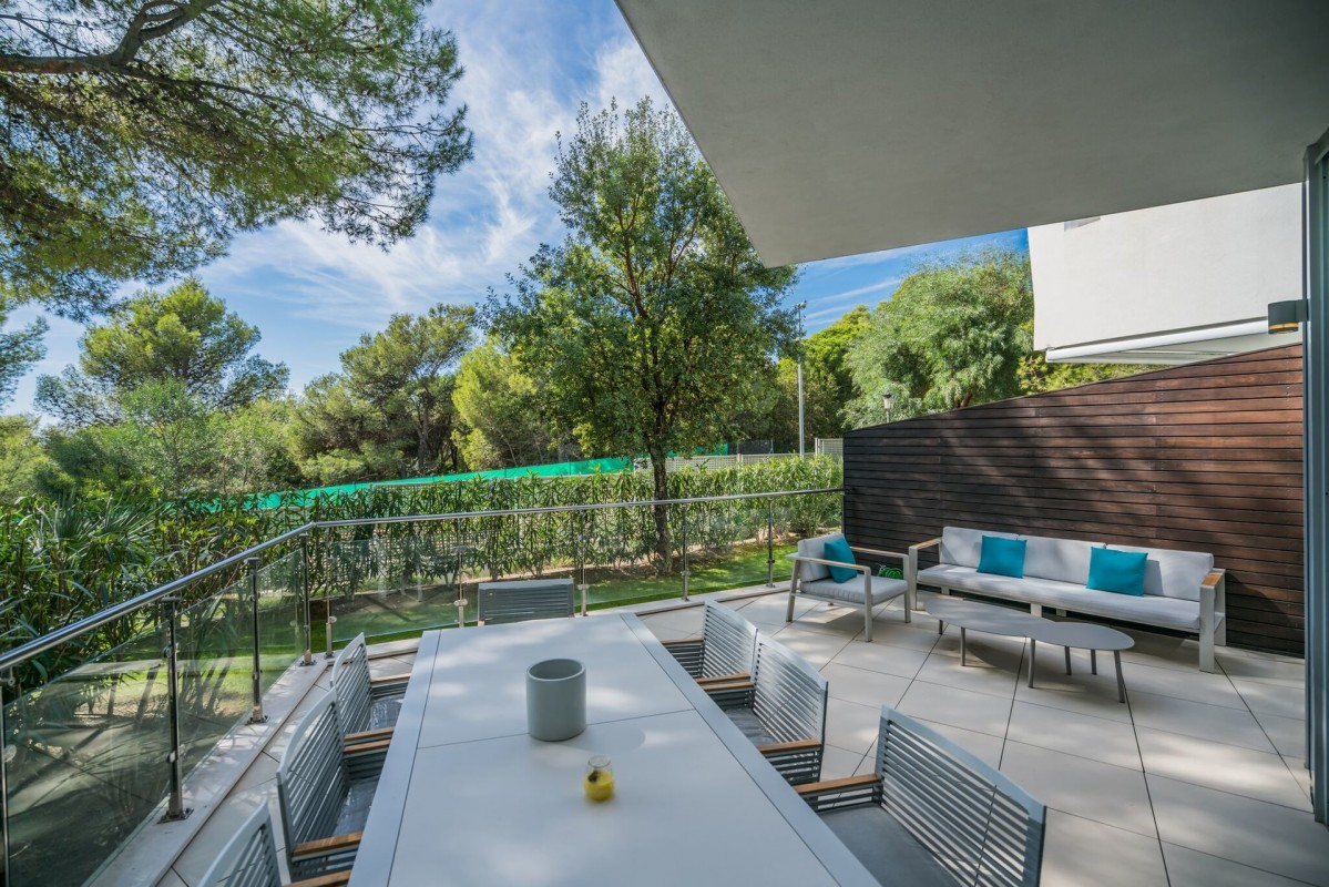 For sale House 354m² in Marbella Costa del Sol ?. House,, double pane windows, air conditioning. Price to Buy a House is 990000 EUR. In Marbella for sale House. House was published on sales list 6.3.2020 1707763. Selling House in Marbella Costa del Sol ?, Spain.
