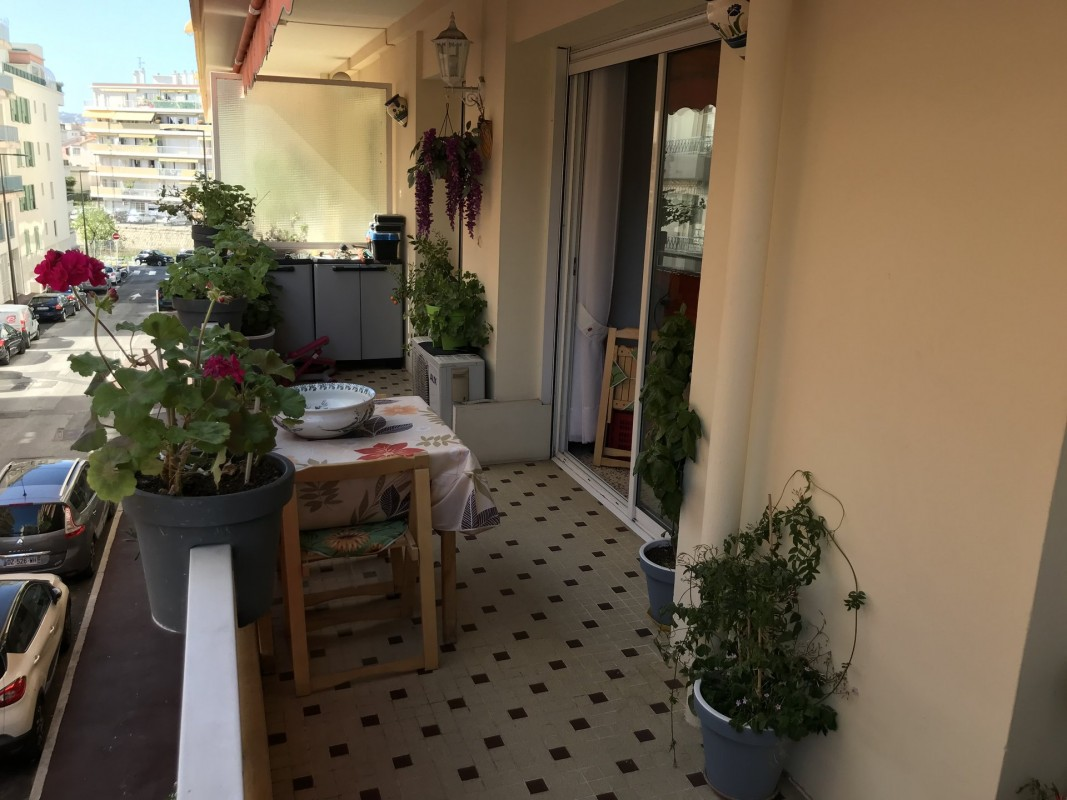 For sale Apartment 64m² in Juan-les-Pins Alpes Maritimes. Apartment, 2 bedrooms, double pane windows, air conditioning, east oriented, west orientation. Price to Buy a Apartment is 240000 EUR. In Juan-les-Pins for sale Apartment. Apartment was published on sales list 12.3.2020 1707997. Selling Apartment in Juan-les-Pins Alpes Maritimes, France.