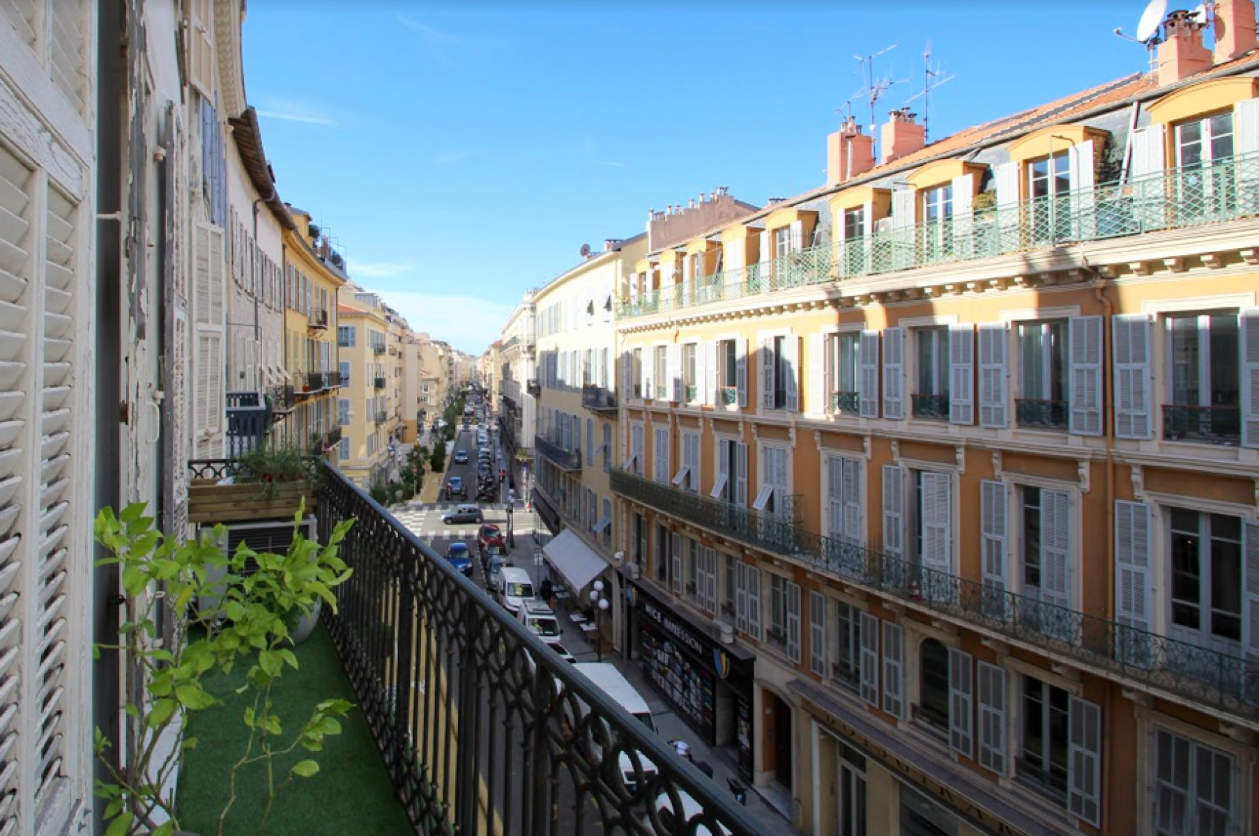 Beautiful apartment located in heart of the Nice for long term rent