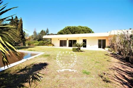 Villa for Sale in Mandelieu-la-Napoule 1708079