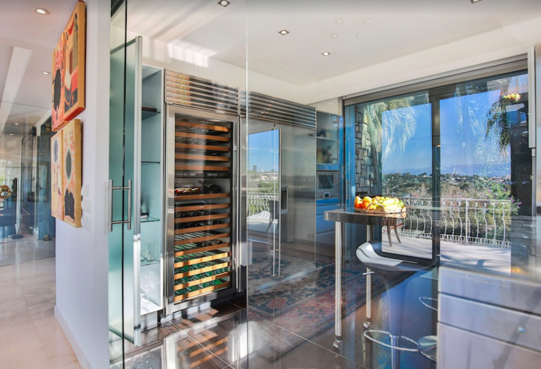 Modern villa with sea view in Cap D'Antibes for yearly rent