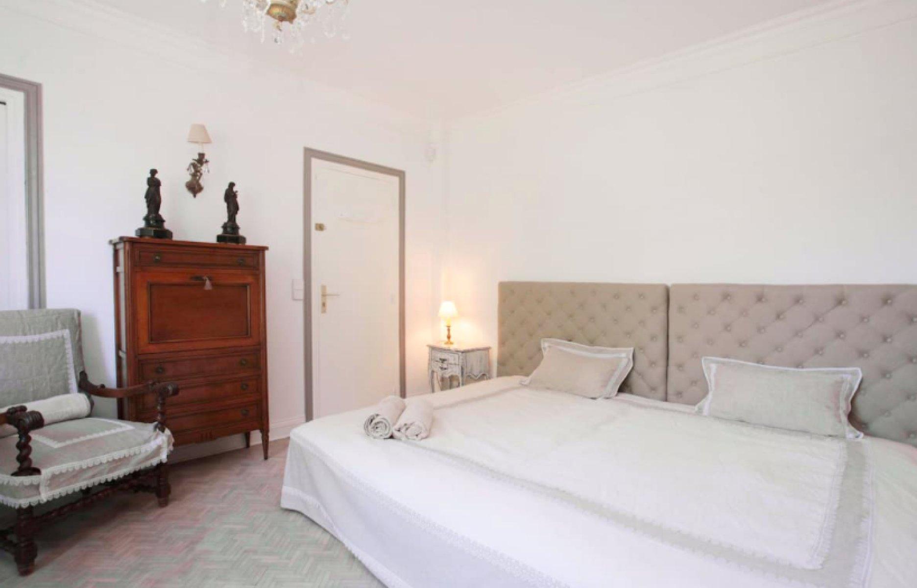 Casa para arrendar em Cannes. Casa 240m² aluguel a longo prazo em Cannes. Aluguel casa a longo prazo ar condicionado, piscina, mobiliado, estacionamento, terraço, jardim, França Alpes Marítimos. Ache aluguel mensal casa em Cannes 1709438.