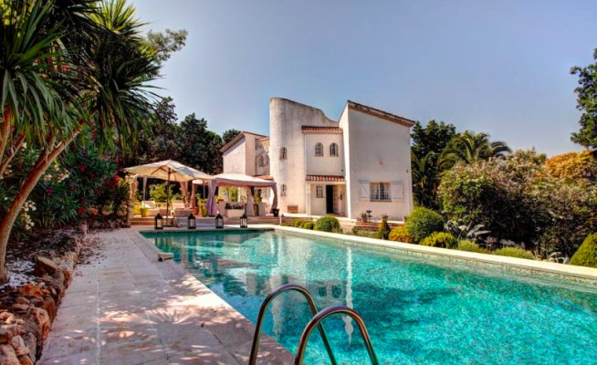 Elegant villa in Super Cannes for long term rent