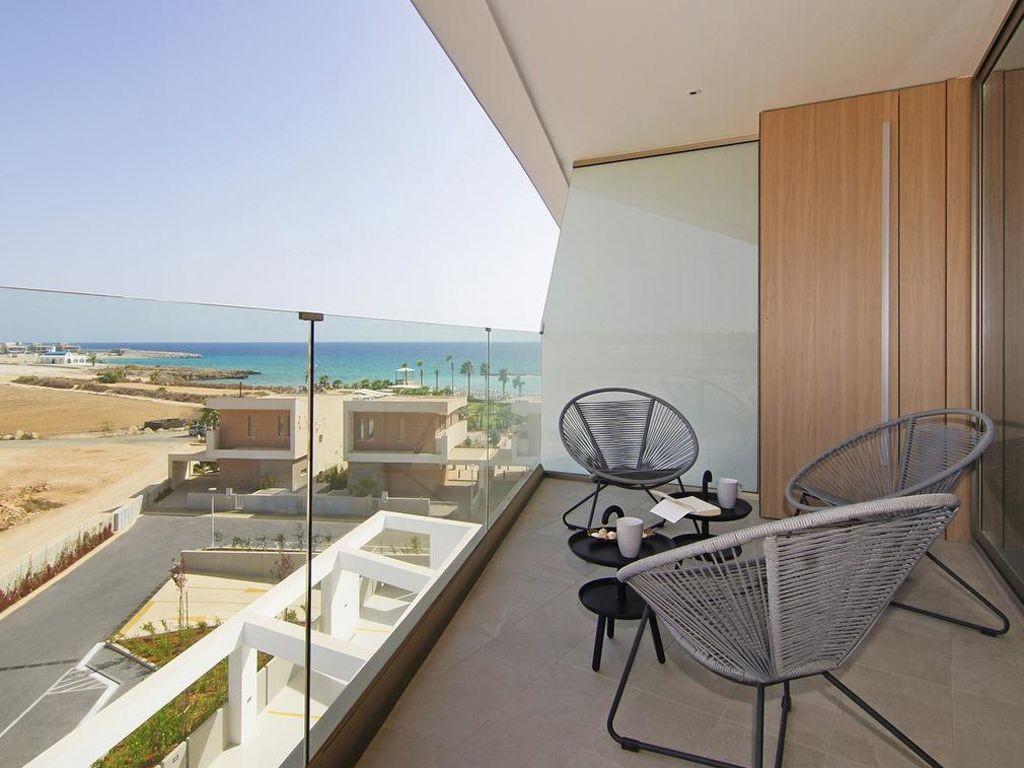 Vakantiewoning huren in Protaras,. Appartement onder de zon. Vind de perfecte locatie voor uw vakantie in Protaras - gemeubileerd 4 kamers 80m² zwembad, vaatwasser, parking