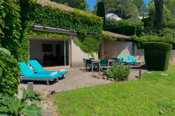 Charming villa in private domain in Mougins