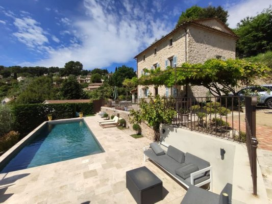 Charming stone Mas in Mougins for rent
