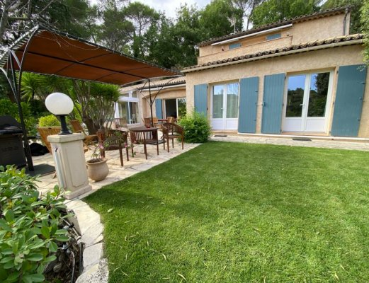 Beautiful villa in Valbonne with pool for rent