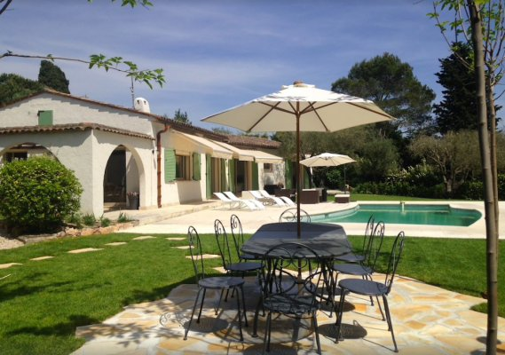 South-facing villa for rent in Valbonne