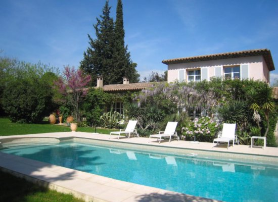 Provencal country house for rent in quiet area in Mougins