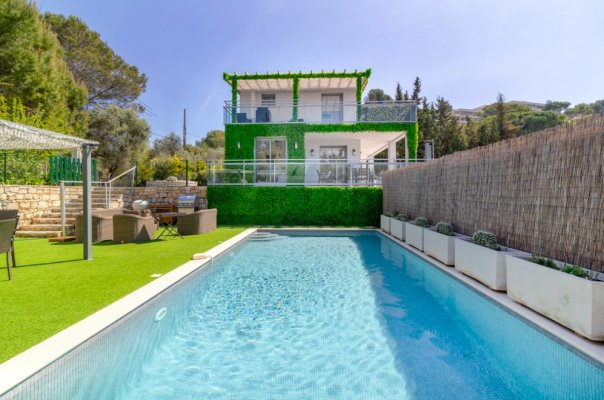 Modern villa with sea view and pool for rent in Le Cannes