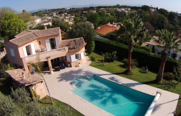 250-m² sea view villa in Antibes for long term rent