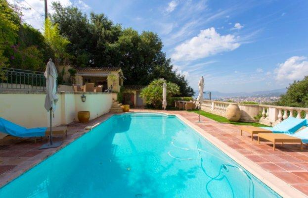 Luxury 5 bedroom villa overlooking the Cannes, Californie area