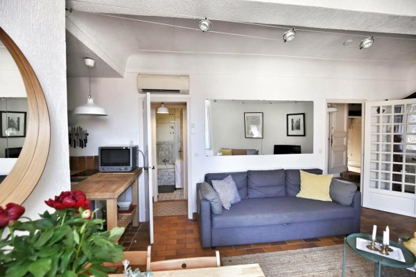 Fully furnished one bedroom for rental this Winter, in the heart of Old Town Antibes