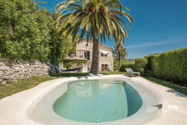 Luxury villa with pool and amazing views for long term rent in Mougins